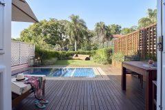 Junior-Pool-Suite-living-room-view-1026